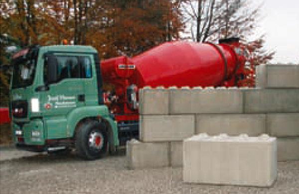 Betonmischer und Betonblock Systemsteine